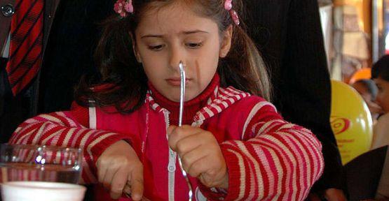 Çocuklar karbonhidratla besleniyor...