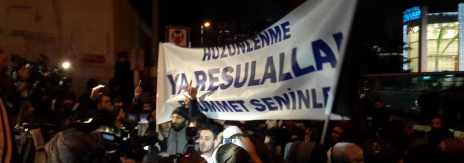 Cumhuriyet gazetesi önünde eylem