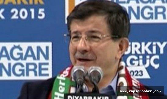 Davutoğlu Diyarbakır'daki patlamayla ilgili açıklama yaptı