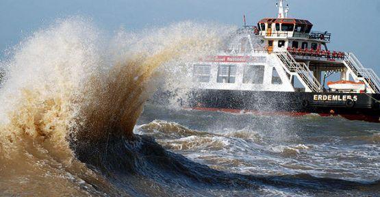 Deniz ulaşımına fırtına engeli...