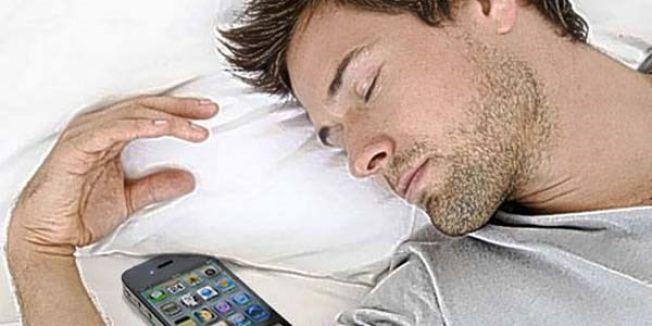 DİKKAT:Cep telefonunuzu çalar saat gibi kullanmayın