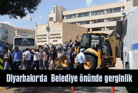 Diyarbakır'da  Belediye önünde gerginlik