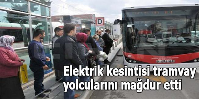 Elektrik kesintisi tramvay yolcularını mağdur etti