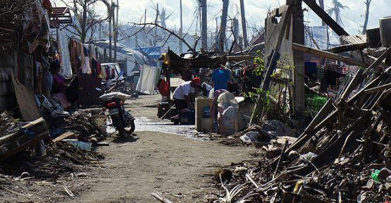 Filipinli afetzedelerin yaşam mücadelesi sürüyor...