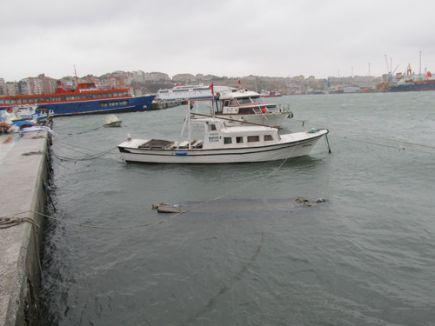 Fırtına balıkçılara hasar verdi, deniz ulaşımını aksattı