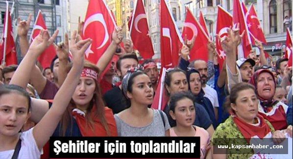 Galatasaray'da şehitler için toplandılar