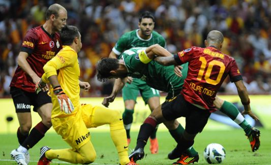 Galatasaray ve Bursaspor'a ceza...