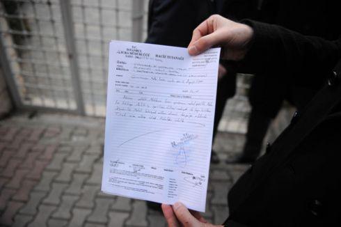 Gazeteci ve Yazarlar Vakfı, mahkeme kararına rağmen binasına giremiyor