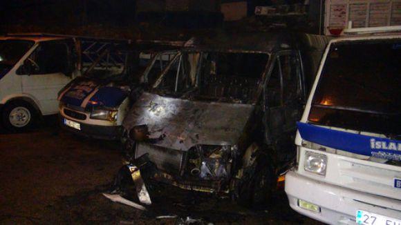 Gaziantep'te 4 araç yandı