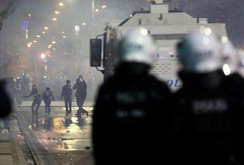 Gösterilerde bir polis şehit oldu...