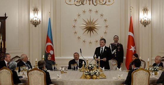 Gül, Aliyev onuruna yemek verdi...