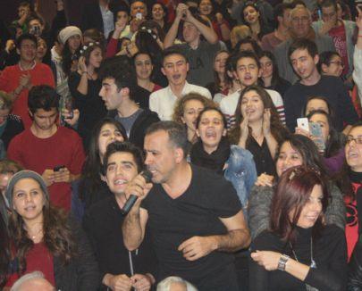 Haluk Levent konserinde bin 700 kitap toplandı