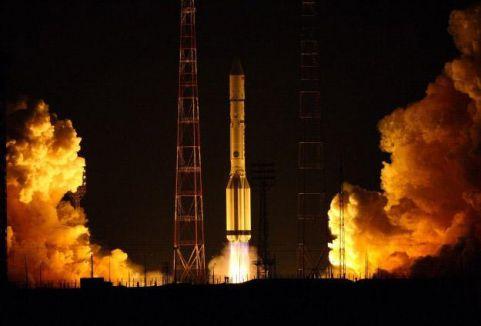 Hindistan Mars'a uydu gönderdi