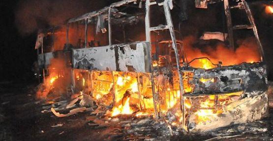 Hindistan'da otobüs yandı