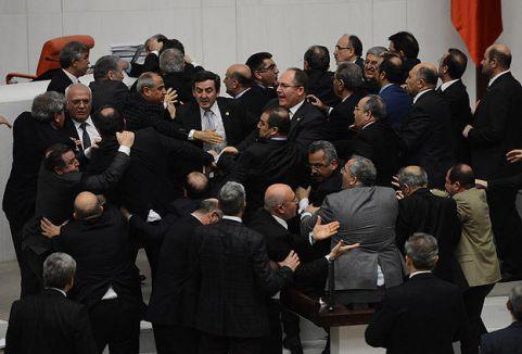 HSYK Meclis'i karıştırdı