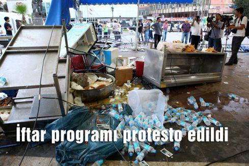 İftar programı protesto edildi