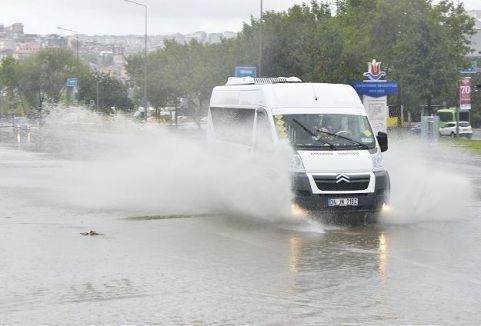 İstanbul'da  şiddetli yağış ...