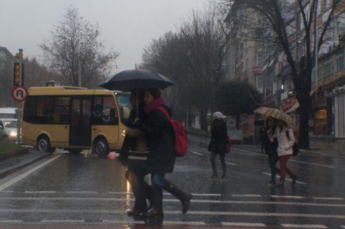 İstanbul'da yoğun sis ve yağmur etkili oluyor