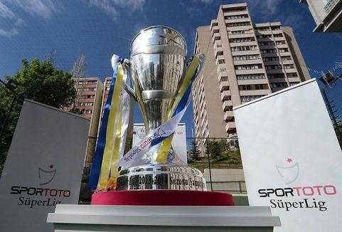 İşte Şampiyonluk kupası ...