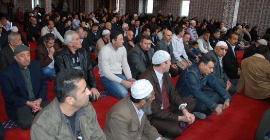 İsveç'te camiye çirkin saldırı