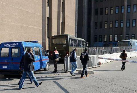İzmir'de 23 kişi adliyeye sevkedildi...