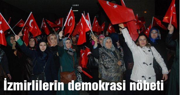 İzmirlilerin demokrasi nöbeti