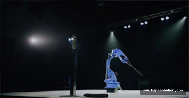 Japon şirketi, samuray gibi kılıç sallayan robot yaptı