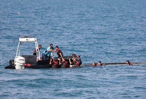 Kaçak göçmenleri taşıyan tekne battı