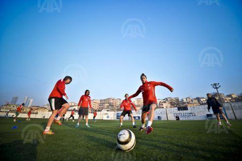 Kadın futbolu gelişiyor...