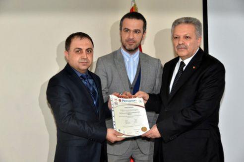 Kamu yöneticileri sertifikalarını aldı