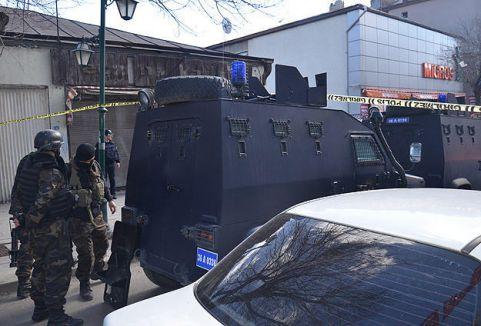 Kars'ta TÜİK Bölge Müdürlüğü'ne saldırı...