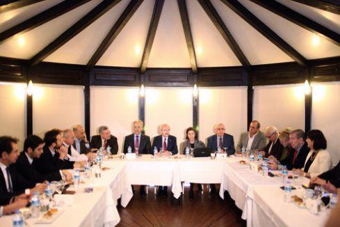 Kılıçdaroğlu, Toplumcu Düşünce Enstitüsü üyeleriyle bir araya geldi