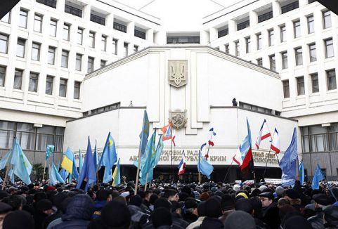 Kırım'da başbakanlık ve parlamento ele geçirildi...