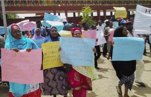 Kızlara karşılık, militanlar...