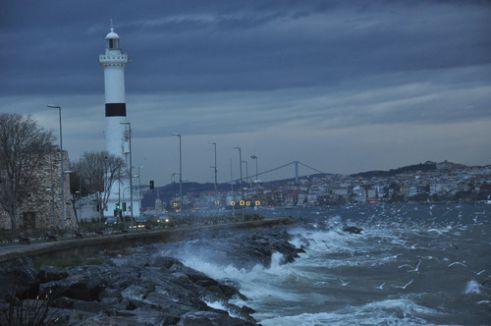 Kuvvetli rüzgar sebebiyle bazı deniz seferleri iptal edildi