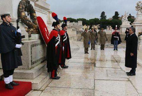 Meçhul Asker Anıtı'na çelenk