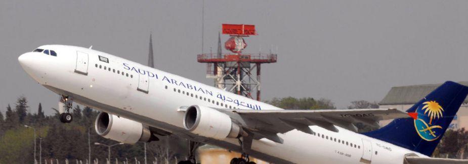 Medine'de yolcu uçağı acil iniş yaptı