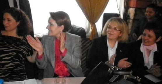 Meral Akşener'e Kadınlardan Özel İlgi