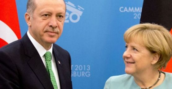 Merkel'in Bakışları Dünya'nın Merak Konusu Oldu...