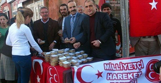MHP Ardahan Kadın Kolları aşure dağıttı