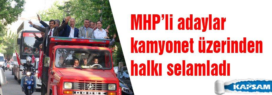 MHP'li adaylar kamyonetle halkı selamladı