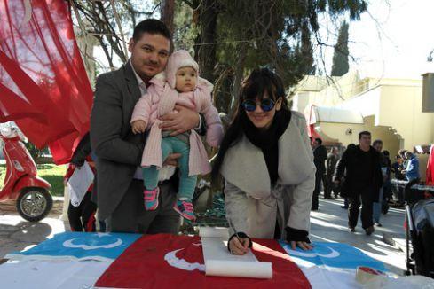 MHP'li kadınlardan Uygur Türkleri için imza kampanyası