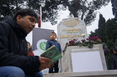 Milli Şair Mehmet Akif, kabri başında anıldı
