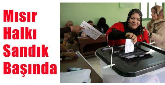 Mısır'da Anayasa Referandumu Başladı!