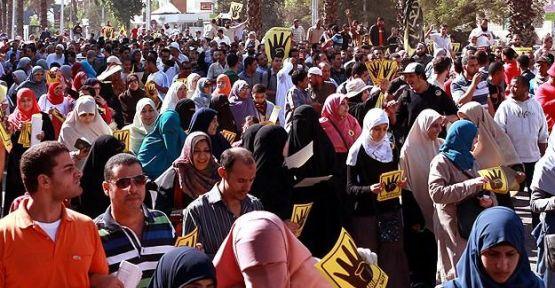 Mısır'da darbe karşıtı cuma gösterileri...