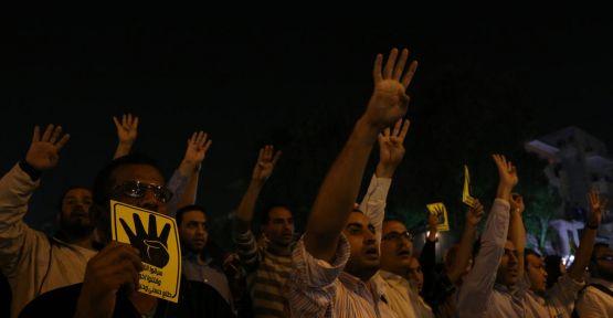 Mısır'da darbe karşıtı gösteriler sürüyor...
