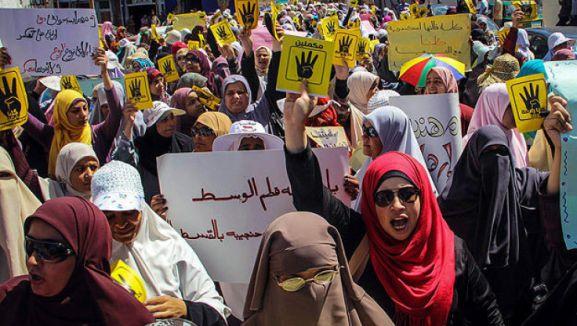 Mısır'da darbe karşıtı kadınlara işkence...