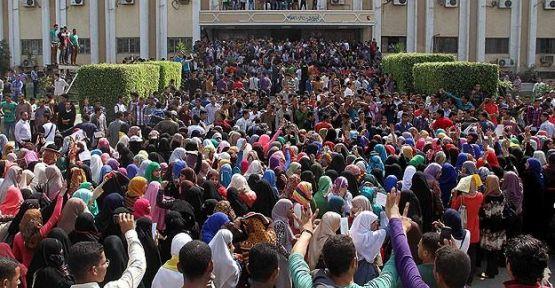 Mısır'da öğrencilerden gösteri...