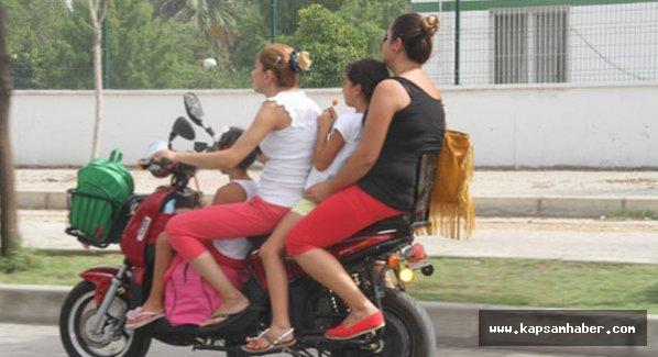 Motosiklet üzerindeki tehlikeli yolculuk