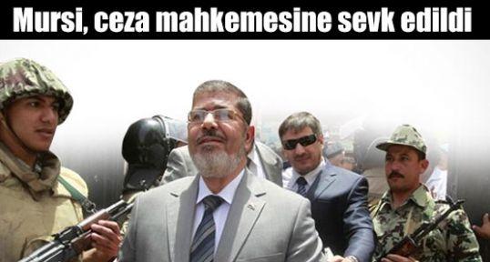 Mursi, ceza mahkemesine sevk edildi  Kaynak